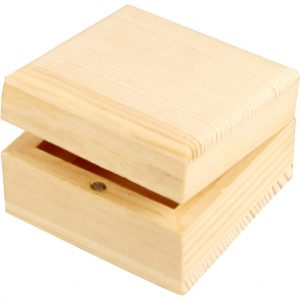 Sieradendoos van hout voor houtbranden of graveren met brandpen